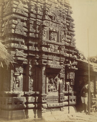 Close view showing sculpture of southern façade of the sanctuary of the Shishireshvara Temple, Bhubaneshwar